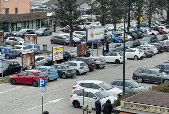 No all'aumento dei parcheggi a pagamento all'Ospedale San Biagio. Cosa sfugge a questa Amministrazione?