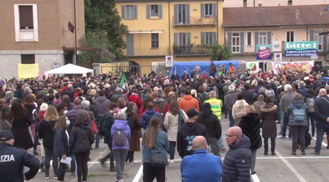 Manifestazione negazionista No Vax a Verbania: uno schiaffo alla scienza, alle vittime e a chi combatte la malattia, a chI  Ha fatto sacrifici in questo anno.